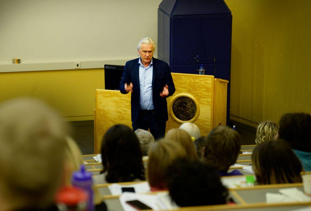 Leder for Nyfødtscreeningen i Norge, Rolf D. Pettersen holder foredrag om resultater og status så langt for Regionalt Perinatalkurs i Tromsø. Foto: Rune Stoltz Bertinussen
