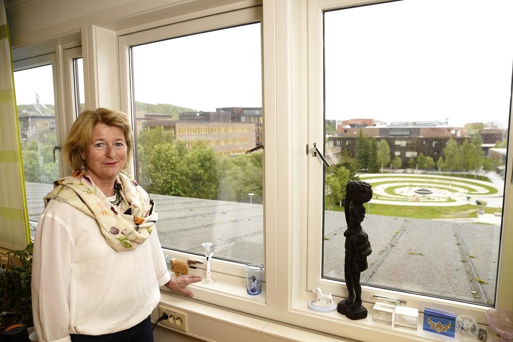 Universitetsrektor Anne Husebekk mener historien til Universitetet og historien til universitetsklinikken er uløselig knyttet sammen. (Foto: Rune Stoltz Bertinussen)