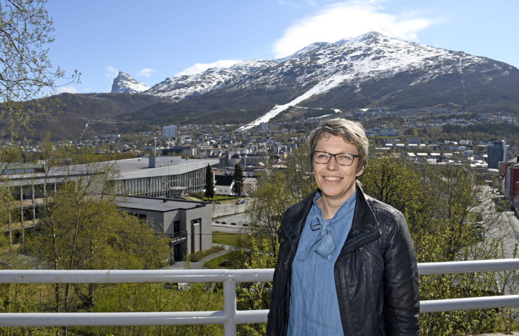 Den nye UNN-lederen er halvt dansk og halvt narviking. Vibeke Haukland var ett år da familien flyttet til Narvik. Moren jobbet som operasjonssykepleier ved sykehuset, og Vibeke føler seg «oppvokst» på sykehuset. Foto: Rune Stoltz Bertinussen, Krysspress