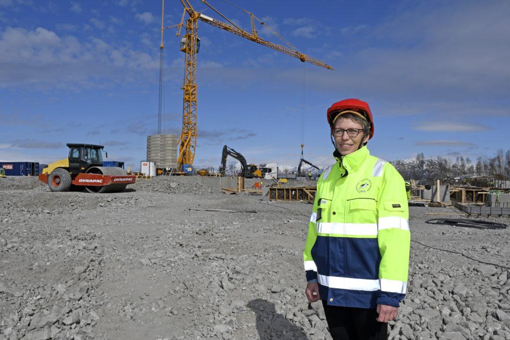 Driftsleder Vibeke Haukland har ansvar både for nåværende UNN Narvik, og byggingen av det nye sykehuset på Furumoen. Foto: Rune Stoltz Bertinussen, Krysspress
